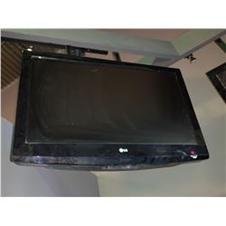 LG 39 inch flat panel televisions - buyer must remove from mounts - no remotes or mounts included