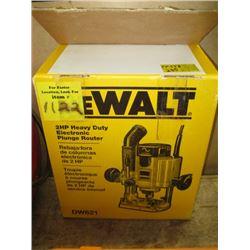 DEWALT 2 HP HEAVY DUTY ELECTRIC PLUNGE ROUTER