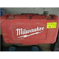 MILWAUKEE HOLE DRILL KIT WITH ACCESSORIES