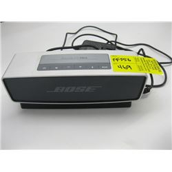 BOSE SOUND LINK MINI BLUETOOTH SPEAKER WITH CHARGER