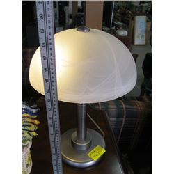 STAINLESS WITH GLASS SHADE TABLE LAMP