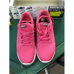 PR OF SIZE 6 ASICS RUNNING SHOES
