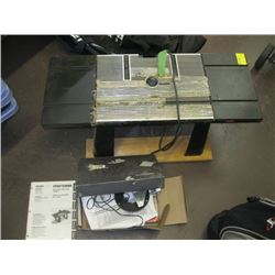 CRAFTSMAN ROUTER TABLE WITH CRAFTSMAN ROUTER WITH ACCESSORIES