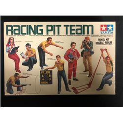 TAMIYA 1/20 GRAND PRIX COLLECTION RACING PIT TEAM UNASSEMBLED MODEL KIT