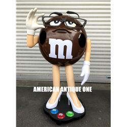 M&M's figure Brown
