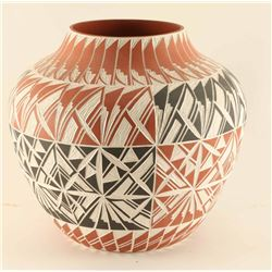 Accoma Incise Carved Pot