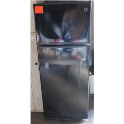 Kenmore Coldspot Black Top Freezer Refrigerator Model 106.70939900