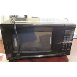 Rival Black 700 Watts Microwave Oven
