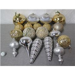 Qty Approx. 15 Christmas Tree Ornaments: Silver & Gold Colored Balls, etc