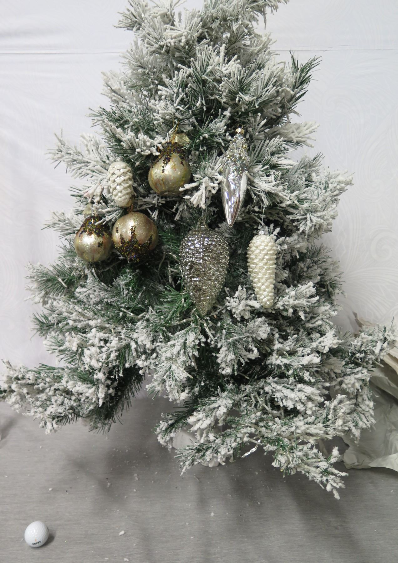 Qty 7 Christmas Tree Ornaments Balls Pine Cones Beaded Etc Oahu Auctions