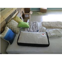 Qty 4 Throw Pillows, Misc Linens & Towels