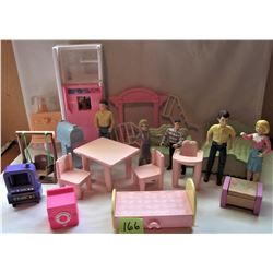 LOT FISHER PRICE PLAYSKOOL DOLL HOUSE FURNITURE & PEOPLE ACCESSORIES