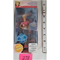 NEW BOXED 2001 BARBIE FASHION DOLL PEN