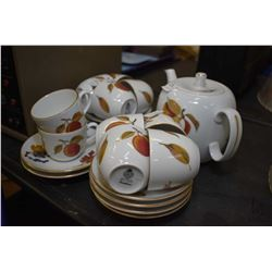 "Selection of Royal Worchester ""Eve Sham"" including ten tea cups and saucer and a matching teapot. No"
