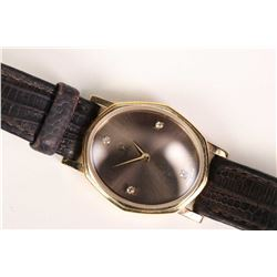Ladies 18kt yellow gold Omega quartz-cal 1387 wrist watch circa 1982 set with four round single cut