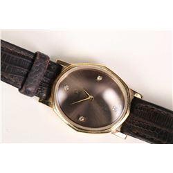 Ladies 18kt yellow gold Omega quartz-cal 1387 wrist watch circa 1982 set with four round single cut