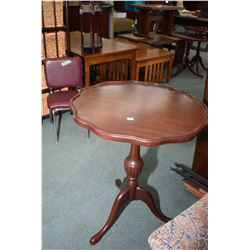 Center pedestal Regency style mahogany occasional table