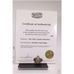 Authentic Star Trek Voyageur ( television series) Starfleet Comm badge with Screen Used Props certif