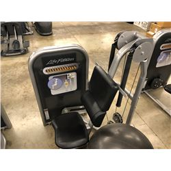 LIFE FITNESS AB CRUNCH MACHINE