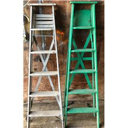 LOT OF 2 WOODEN LADDERS - 6'