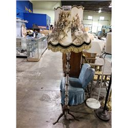 DECORATIVE HORSE THEMED GLASS FLOOR LAMP