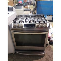 LG GAS STOVE WITH CONVECTION OVEN VISIBLE DAMAGE