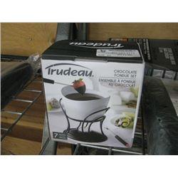 TRUDEAU CHOCOLATE FONDUE SET
