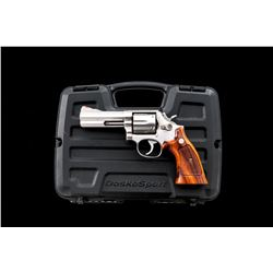 SW Model 686 Distinguished Combat Mag Revolver