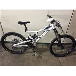 WHITE ROCKY MOUNTAIN 9-SPEED FULL SUSPENSION MOUNTAIN BIKE W/ FULL DISC BRAKES