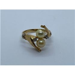 14K RING WITH PEARLS AND DIAMONDS