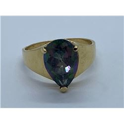 14K RING WITH IRIDESCENT TOPAZ