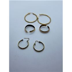 2 PAIRS OF GOLD EARRINGS