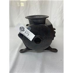 Vintage Cast Iron Wood Stove Steamer Humidifier With Hinge Lid And Locking Mechanism, 8.5x6.5x6