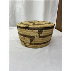Vintage Mid Century Hand Woven, Papago Indian Lidded Basket In Excellent Condition 7.5x4