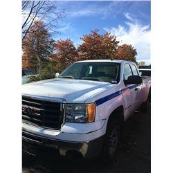 2007 GMC SIERRA 2500 HD, 4DR EX CAB PU, WHITE, VIN # 1GTHC29K87E581884