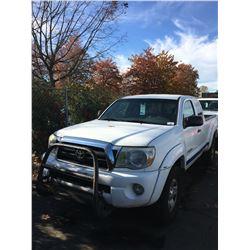 2005 TOYOTA TACOMA SR5, 4DR EXT CAB PU, WHITE, VIN # 5TEUU42N65Z003336