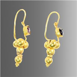 A pair of Roman Style Gold Earrings with Garnet.