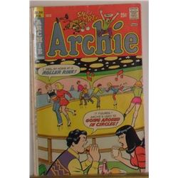 Archie #241 February 1975 good condition or near mint old comic book 25pages- bande dessinée vieille