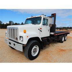 2001 INTERNATIONAL 2574 Rollback Truck