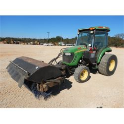 2010 JOHN DEERE 4520 Broom
