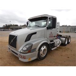 2006 VOLVO VN164T Day Cab Truck