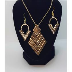 10)  V SHAPED GOLDEN TONE EARRINGS AND