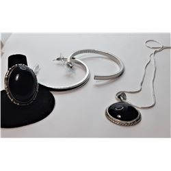 8)  SET OF BLACK ONYX AND SILVER TONE