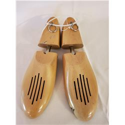 PAIR OF VINTAGE WOOD SHOE FORMS SIZE 8