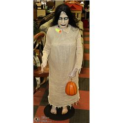 COLLAPSABLE SCARY CARRIE MANNEQUIN