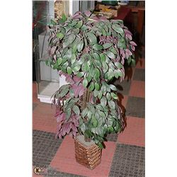 MEDIUM SIZE ARTIFICIAL TREE WITH SQUARE