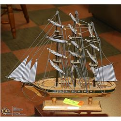 CUTTY SARK COLLECTIBLE MODEL SHIP