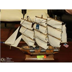 U.S.S. CONSTITUTION 1797 COLLECTIBLE MODEL SHIP
