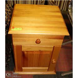 PINE END TABLE WITH 1 DRAWER & 1 DOOR 16 X 16 X 21