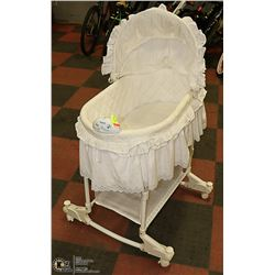 WHITE CRADLE WITH MUSIC